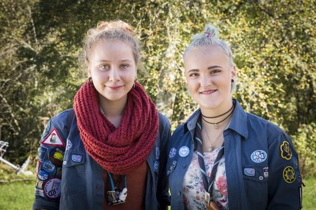 Celice Forbes, 16 år och Nadja Antman, 18 år, NSF Skattkärrs scoutkår, Skattkärr. Foto: Nathalie C. Andersson