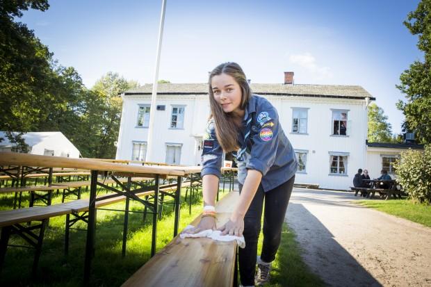Tove Stenström från Varbergs NSF är funktionär på Ransberg under Scoutforum. Foto: Nathalie C. Andersson