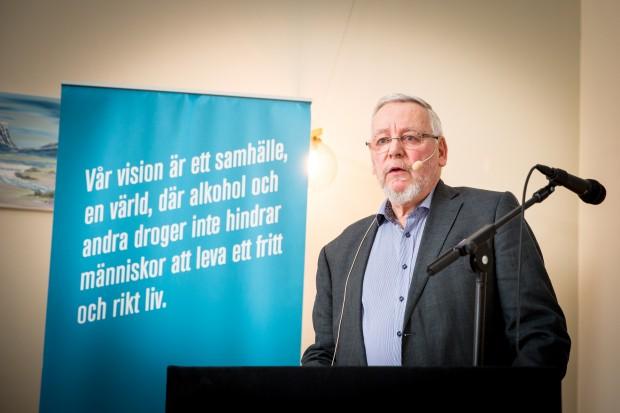 Distriktsordförande Björn Karlsson talar. Foto: Nathalie C. Andersson