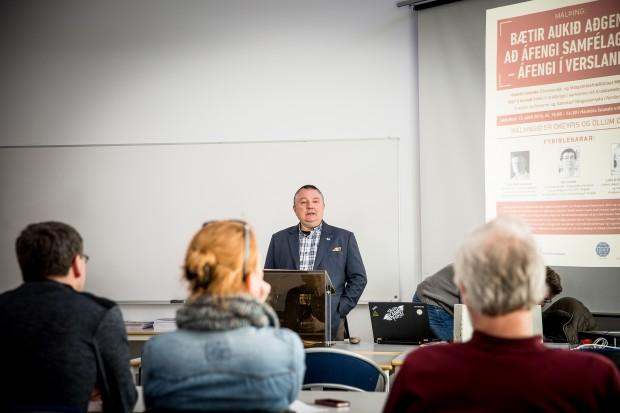 Aðalsteinn Gunnarsson, chef för IOGT på Island, inleder ett seminarium om alkoholmonopol. Foto: Nathalie C. Andersson