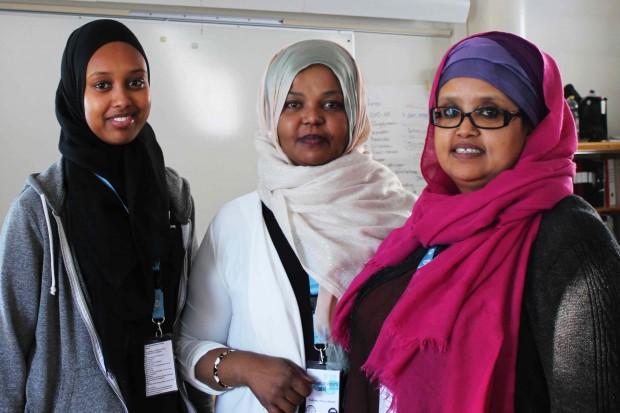 Salma Mohamed Dorombi, Fadumo Aweys Sheikh och Faiso A Yusuf representerar den nybildade föreningen Stand up for your self. Foto: Eva Ekeroth