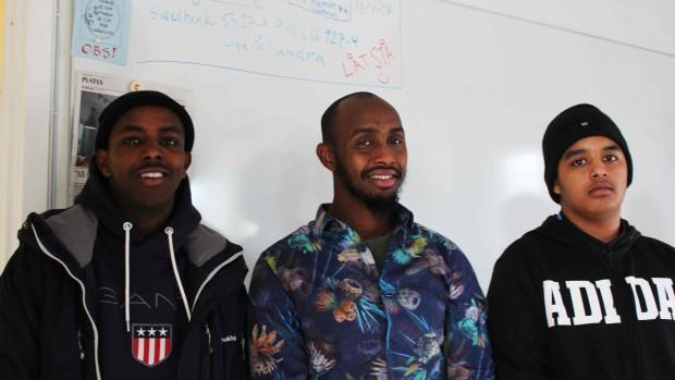 Ismail Mohammed, Abdi Rahman Warsame och Haisam Abdel Karim undrar hur man får med flickor i verksamheten. Foto: Eva Ekeroth.