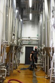 Nerkylda cistärner för förvaring av öl. Foto: Jens Wingren